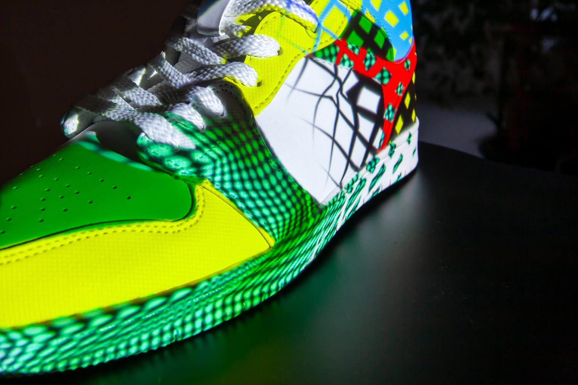 Sneaker_Vase_Projection_pong_li_6