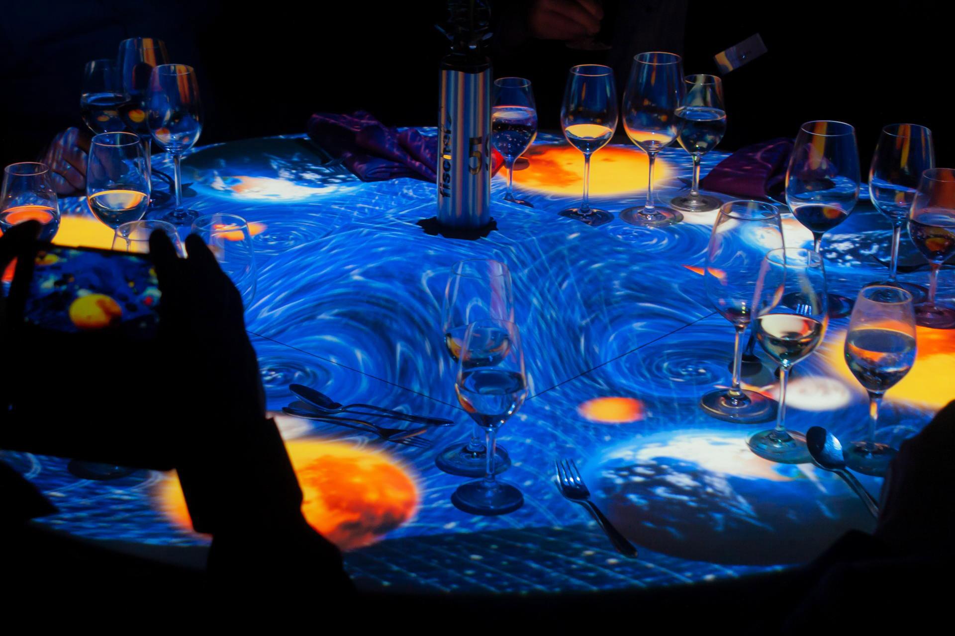 Tischprojektion_50_Jahre_Fischer_pong_li_2