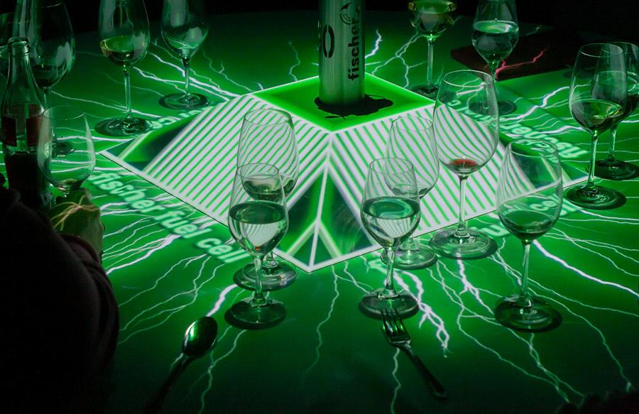 Tischprojektion_50_Jahre_Fischer_pong_li_s1